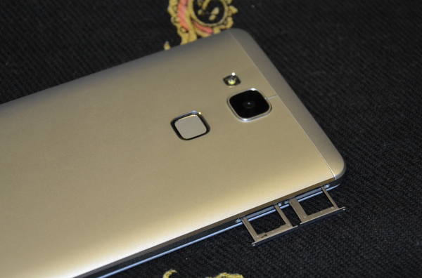 Huawei Ascend Mate 7 слоты