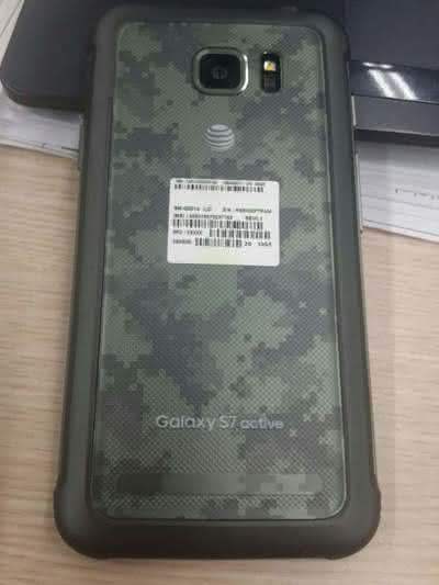 Samsung Galaxy S7 Active сзади