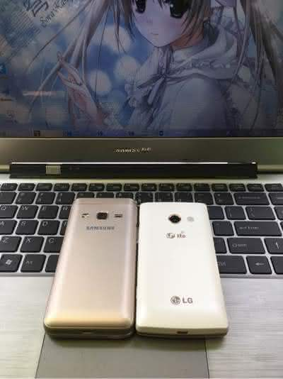 Samsung Galaxy Folder 2 и телефон LG